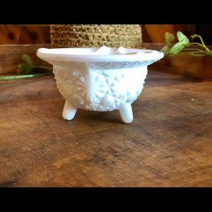 Vtg daisy button footed milkglass ashtray trinket